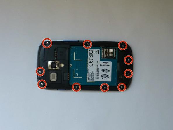 درب پشت، باتری، سیم کارت و حافظه SD گلکسی اس 3 مینی تعمیری را از گوشی جدا کنید.
