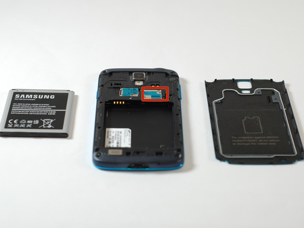 سیم کارت گلکسی اس 4 اکتیو (Galaxy S4 Active) تعمیری را هم از آن خارج نمایید.