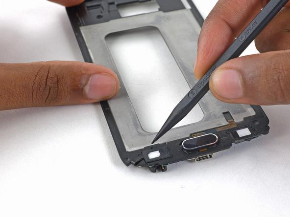 کانکتور سمت چپ دکمه هوم گلکسی اس 6 تعمیری را هم مثل مرحله قبل آزاد کنید.