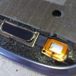 بدنه گلکسی اس 3 مینی تعمیری و همچنین تاچ و ال سی دی جدیدی که خریداری کردهاید را تمیز کنید.