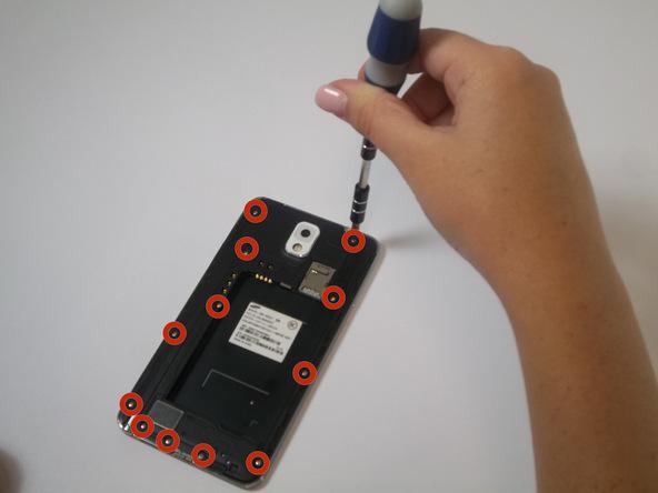 دوازده پیچ 4.0 میلیمتری نگهدارنده فریم میانی گلکسی نوت 3 را باز کنید. این پیچ ها نگهدارنده فریم میانی گوشی هستند.
