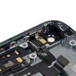 کلیپس فلزی پشت دکمه پاور آیفون 5s تعمیری را بردارید.