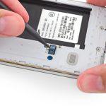 کانکتور دکمه هوم Galaxy S5 تعمیری را باز کنید.