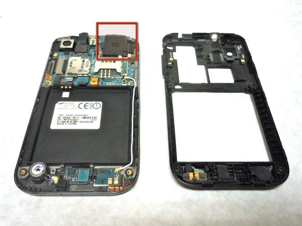 مکان دقیق نصب اسپیکر یا بلندگوی Galaxy S Vibrant را بیابید. این قطعه در گوشه سمت راست و بالای مادربرد نصب است.
