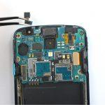 میتوانید تعویض دوربین سلفی گلکسی اس 4 اکتیو را انجام دهید. به منظور بستن گوشی لازم است مراحل تعمیر موبایل شرح داده شده را به ترتیب از انتها به ابتدا انجام دهید. چنانچه در رابطه با هر یک از مراحل کار سوالی داشتید، میتوانید ضمن تماس با کارشناسان واحد تعمیر شرکت موبایل کمک از آن ها راهنمایی دقیق تری بخواهید.