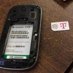سیم کارت و حافظه SD گوشی را از آن جدا کنید.
