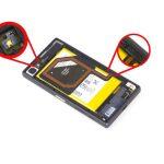 کلیپس یا گیره NFC و چراغ فلش گوشی که محل آن ها در عکس مشخص شده را آزاد نمایید.