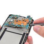 میتوانید تعویض برد Nexus 5 (نکسوس 5) را انجام دهید. به منظور بستن گوشی باید مراحلی که شرح دادیم را به ترتیب از انتها به ابتدا مرور کرده و در صورت نیاز به شکل بر عکس انجام دهید. فراموش نکنید که همواره میتوانید برای انجام تعمیرات موبایل مورد نظرتان از طریق سایت موبایل کمک سفارش آنلاین تعمیر ثبت کرده و گوشی خود را با کمترین هزینه و بدون دردسر تعمیر نمایید.