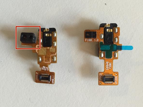 پوشش محافظ سنسور مجاورت نکسوس 4 را از گوشه برد سوکت هندزفری قبلی نکسوس 4 جدا کرده و روی سوکت جدید نصب کنید.