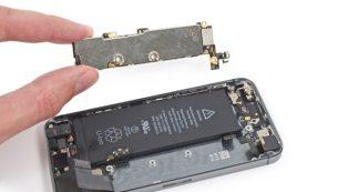 تعمیر برد آیفون SE اپل را با کمترین هزینه در موبایل کمک انجام دهید