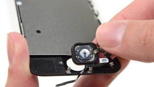 تعمیر دکمه اثر انگشت یا تاچ آیدی آیفون SE اپل با کمترین هزینه و قیمت در موبایل کمک