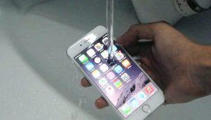 تعمیر آیفون ۶ پلاس آب خورده با کمترین هزینه در موبایل کمک