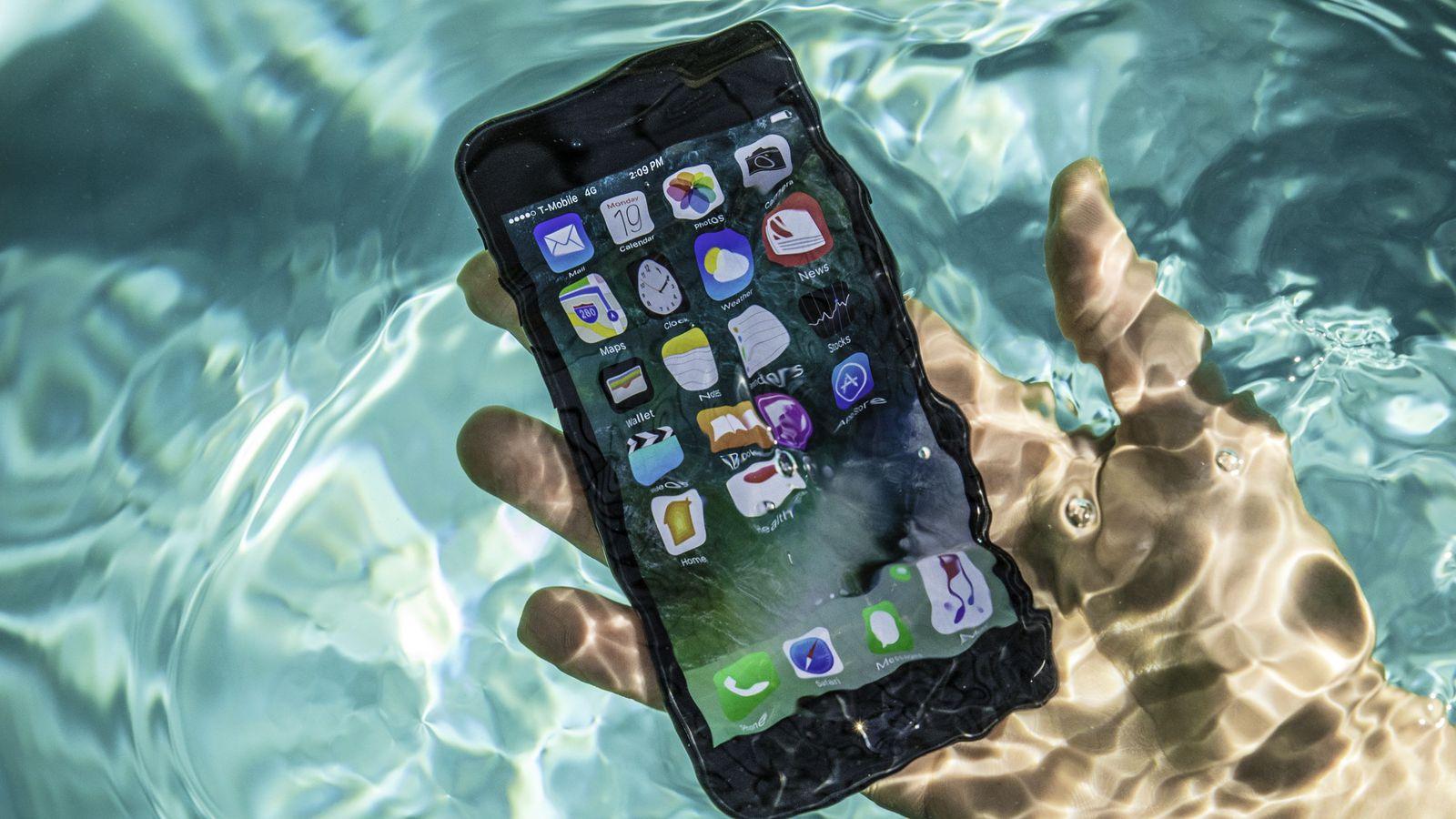 تعمیر آیفون 7 آب خورده در موبایل کمک