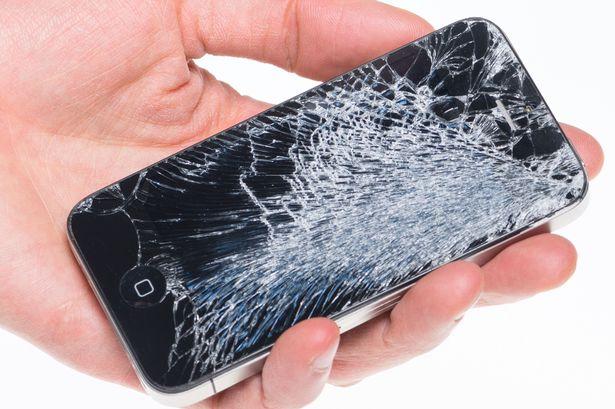 تعویض صفحه نمایش یا ال سی دی شکسته گوشی در 3 ساعت!