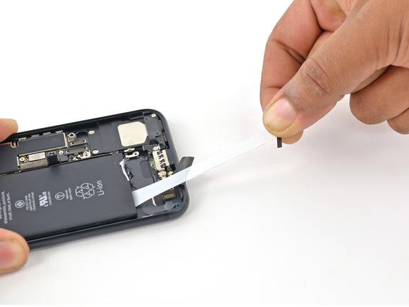 تعمیر باتری آیفون 7 اپل و نصب باتری اورجینال با کمترین هزینه