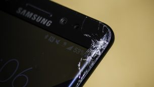 تعویض گلس یا شیشه شکسته ال سی دی گلکسی اس ۸ با کمترین قیمت و هزینه