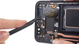 تعمیر اسپیکر مکالمه گلکسی اس ۸ با کمترین قیمت در موبایل کمک