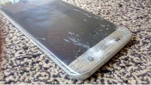تعویض گلس صفحه نمایش گلکسی اس 7 با کمترین قیمت در موبایل کمک