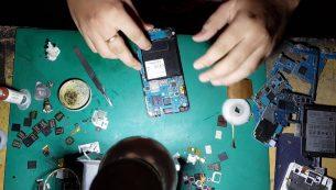 تعمیر برد گلکسی جی ۲ مدل ۲۰۱۶ سامسونگ | موبایل کمک