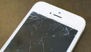 تعویض گلس یا شیشه شکسته آیفون ۷ پلاس با کمترین قیمت در موبایل کمک