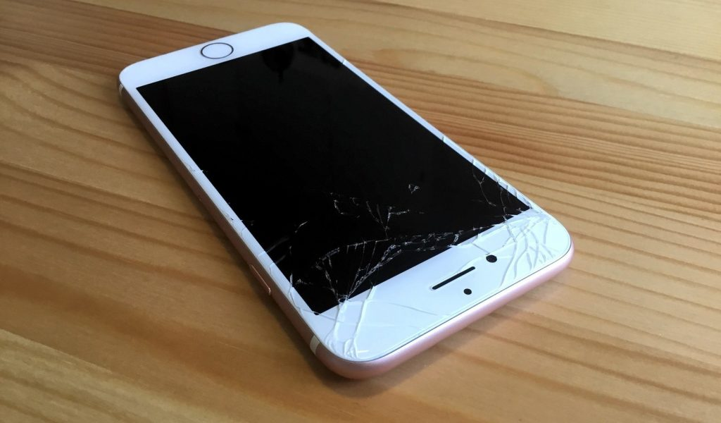 تعویض گلس ال سی دی آیفون 7 اپل را به موبایل کمک بسپارید!