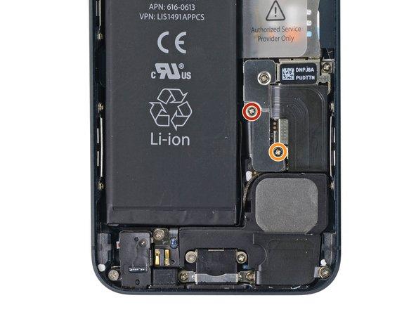 باز کردن پیچ های براکت باتری