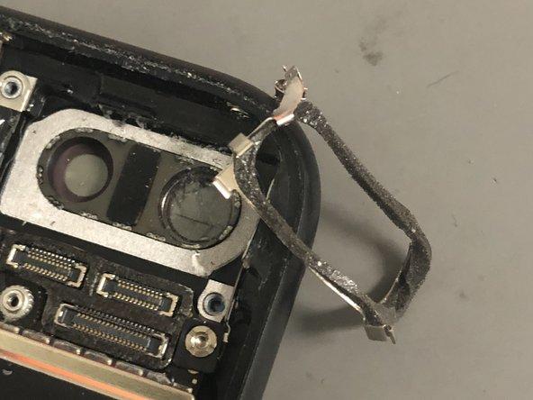 تعویض شیشه محافظ لنز دوربین پشت آیفون 7 پلاس