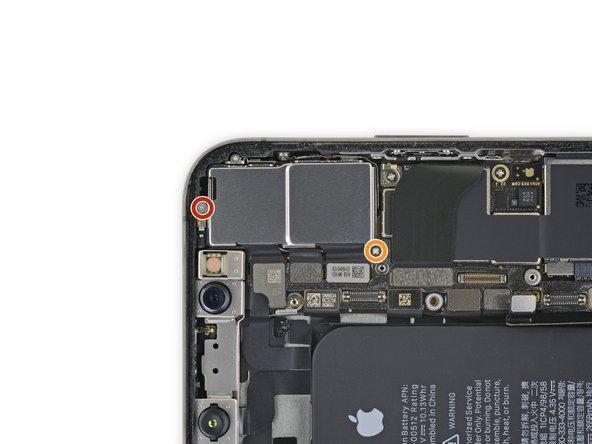 باز کردن پیچ های براکت دوربین پشت iPhone XS