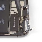 باز کردن پیچ نگهدارنده موتور ویبره iPhone XS