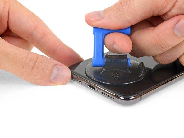 ایجاد شکاف در لبه زیرین قاب iPhone XS