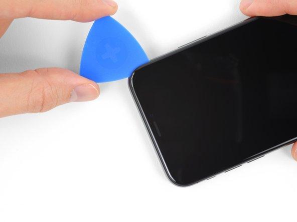 از بین بردن لاستیک های لبه فوقانی قاب iPhone XS