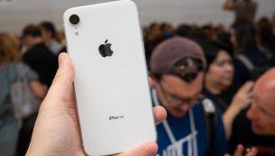 تعمیر دکمه ولوم iPhone XR با کمترین قیمت در موبایل کمک