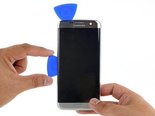 وارد کردن دو پیک دیگر در لبه های راست و چپ LCD