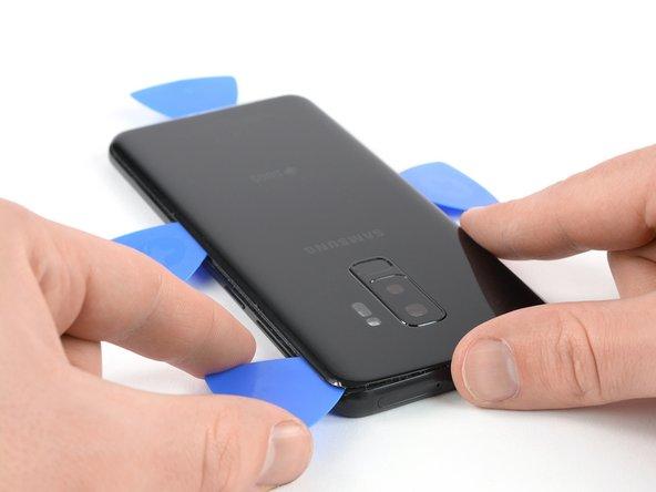 شل کردن لبه فوقانی قاب پشت Galaxy S9 Plus