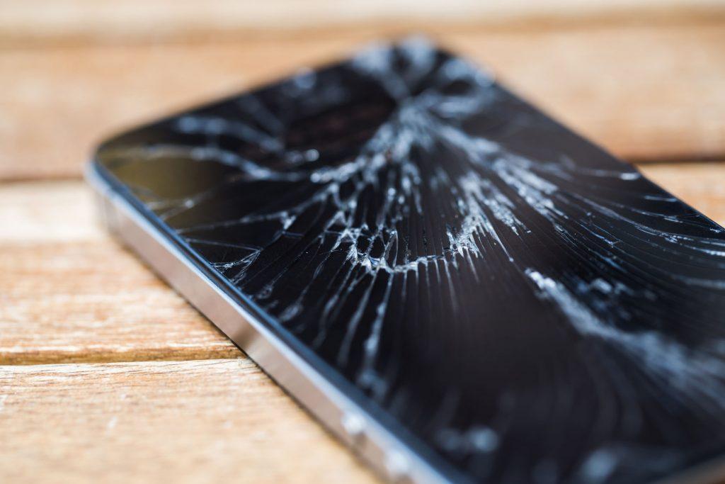 تعویض گلس شکسته LCD آیفون 11   نمایندگی تعمیرات اپل