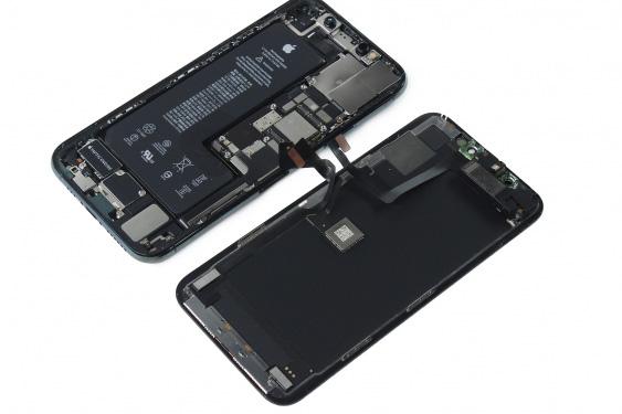 جدا کردن قاب پشت و پنل LCD