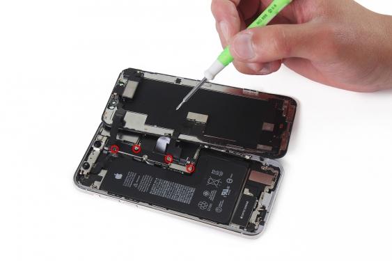 باز کردن تک پیچ باقی مانده براکت کانکتور LCD