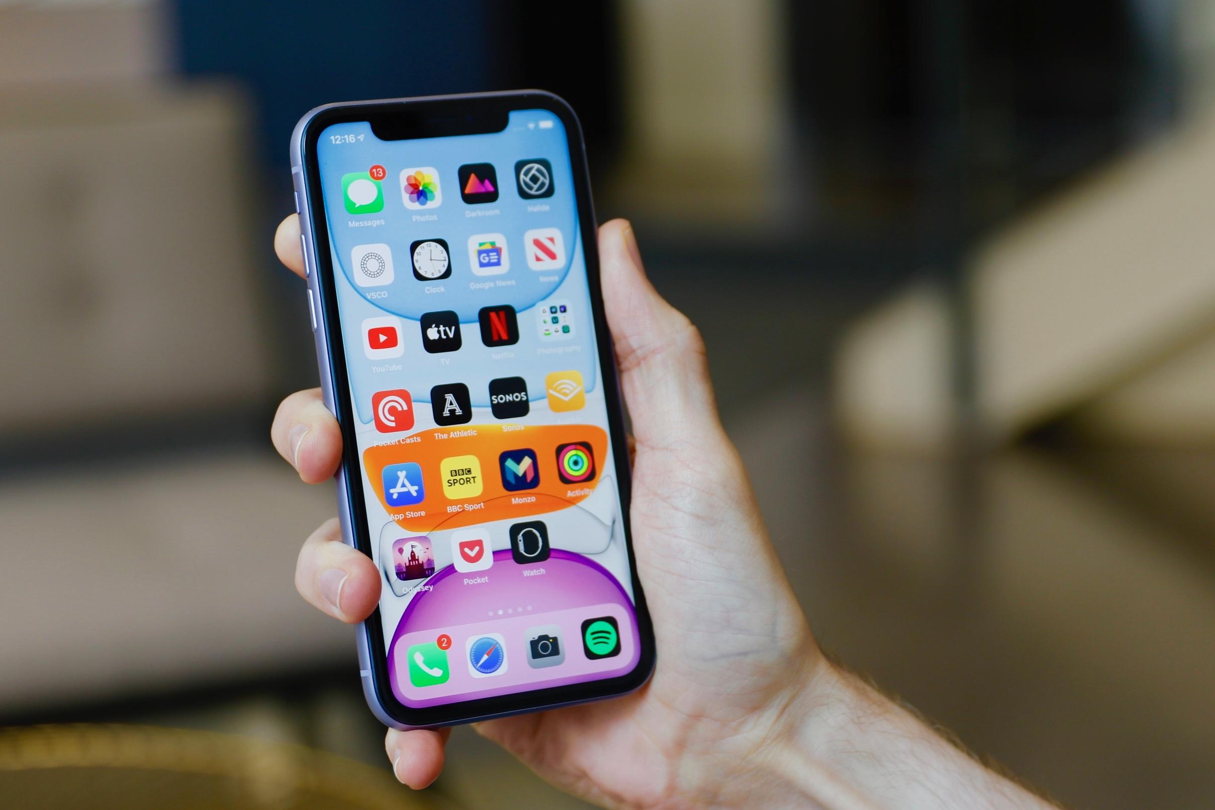 تعویض گلس یا شیشه شکسته iPhone 11 | گارانتی اپل