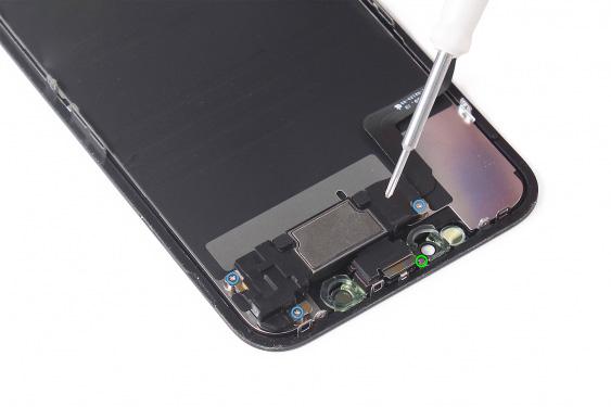 باز کردن پیچ های لبه فوقانی پنل LCD